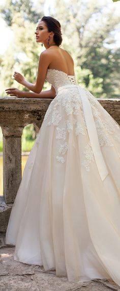 Vestidos de novia con lazo atras