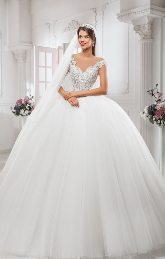 Vestido de novia estilo princesa con pedreria
