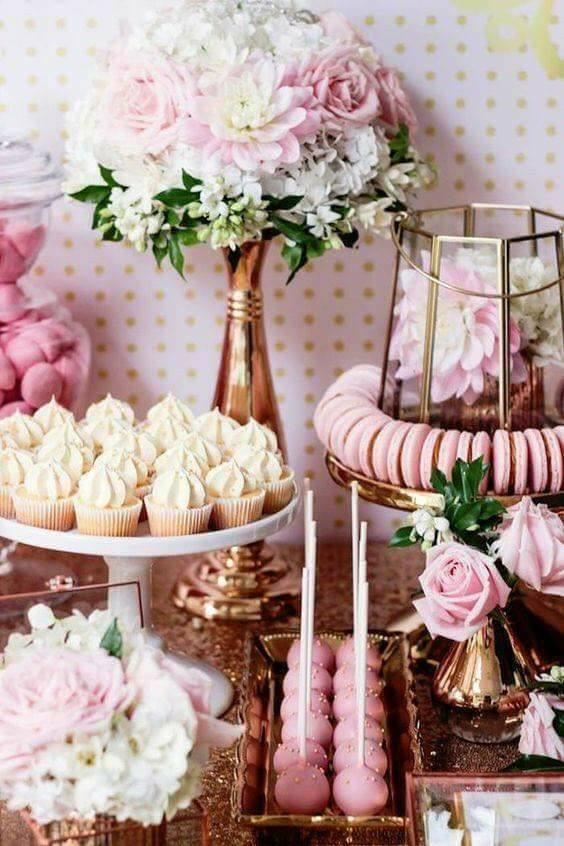 mesa de postres para boda rosa gold