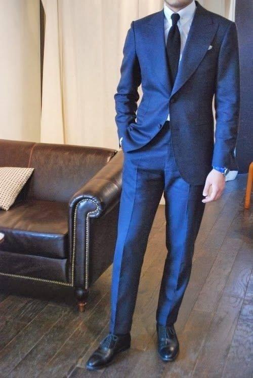traje de novio azul rey