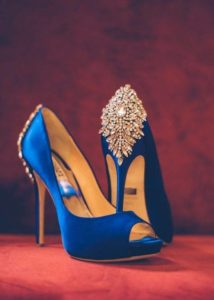 zapatillas para una boda color azul rey