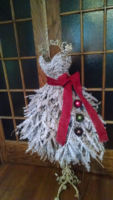69f854c8e6cd1 christmas-trees-made-from-dress-forms (2) | How to organize