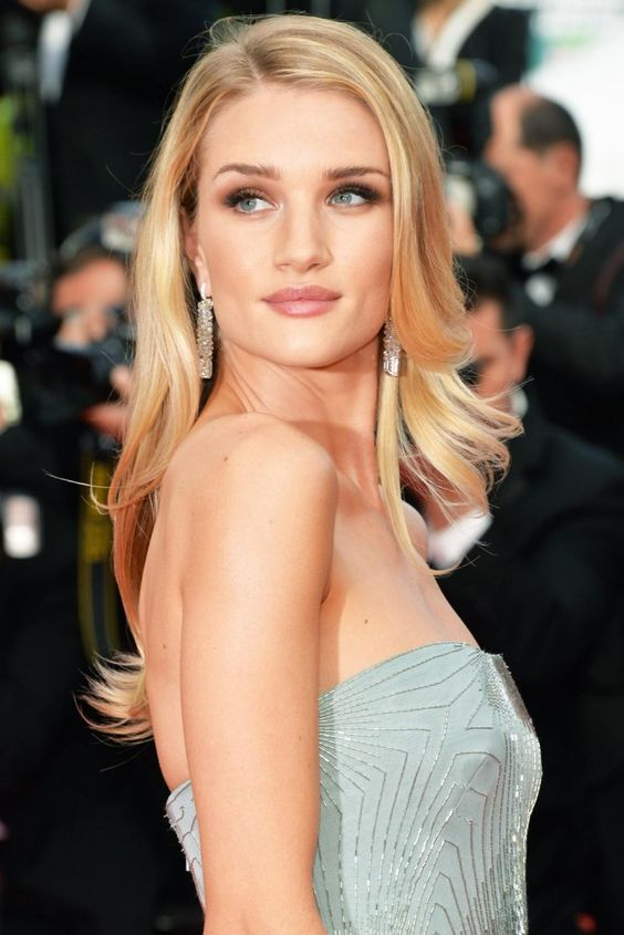 Red carpet hairstyles you can use at special events (17 ...