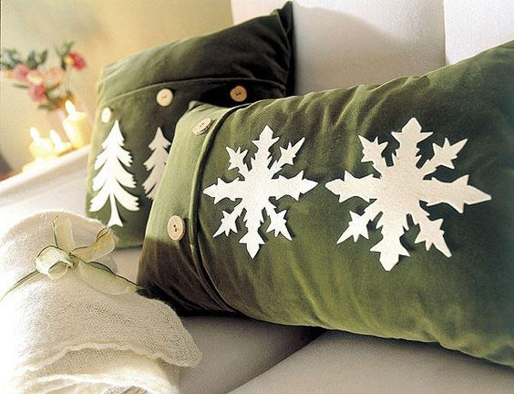 Christmas cushions that will make your home look cute - Cojines para sofa gris oscuro ...
