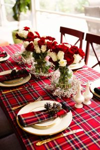 Follow our steps to decorate your table this Christmas