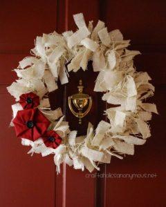 Como hacer una corona de navidad con flores de tela (1)