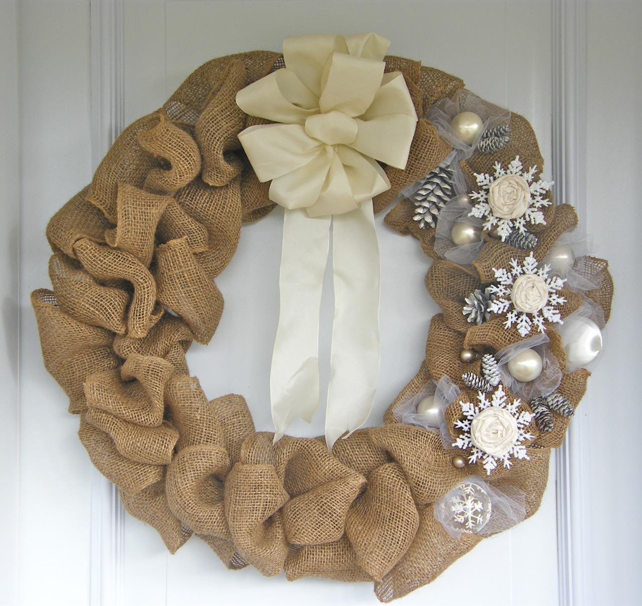 Como hacer una corona de navidad con flores de tela (12)