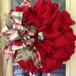 Como hacer una corona de navidad con flores de tela (7)