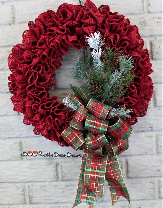 Coronas de navidad con flores de tela