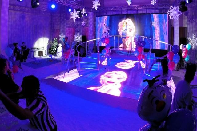 Decoracion con globos de frozen decoracion de interiores for Cuartos para ninas frozen