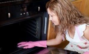 Como-limpiar-el-horno-con-vinagre
