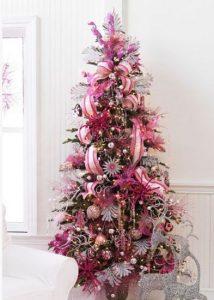 arbol de navidad decorado en rosa