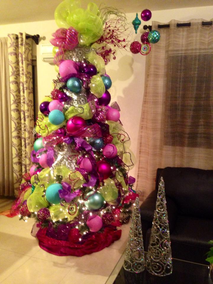 arboles de navidad con malla decorativa