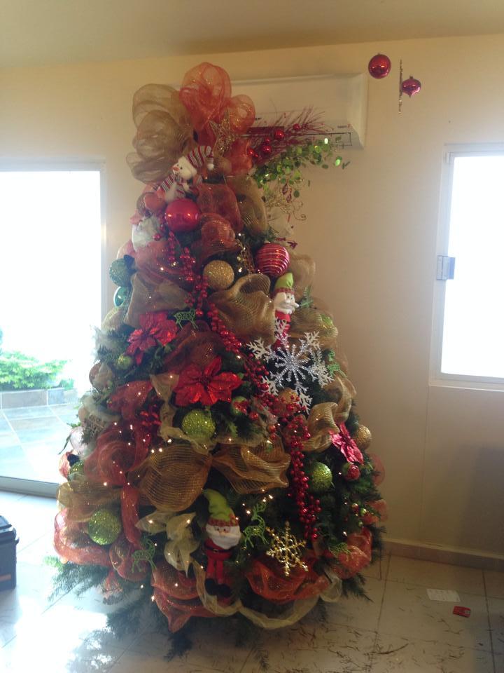 Arboles de navidad decorados como organizar la casa for Decoracion apartamentos modernos 2016