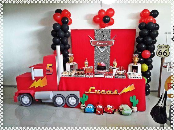 ¿Como decorar una mesa de cumpleaños de cars?