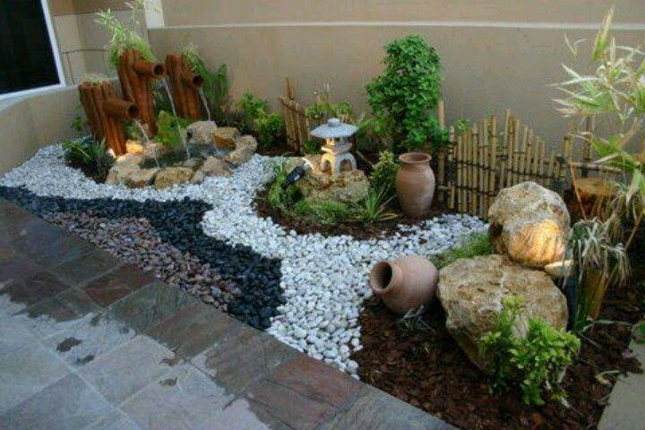 Ideas para organizar el jardin con piedras bambu y plantas for Como hacer un jardin interior en casa
