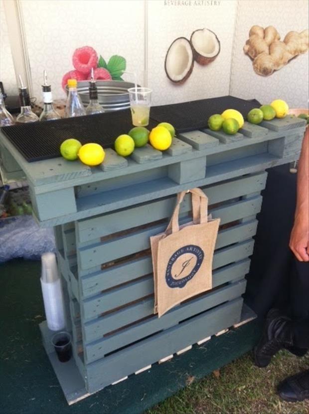 Reciclar pallets tarimas hacer barra decoracion de - Como hacer una barra con palets ...