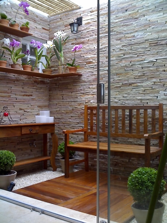 Ideas para jardines interiores 29 decoracion de for Fotos de patios de casas pequenas