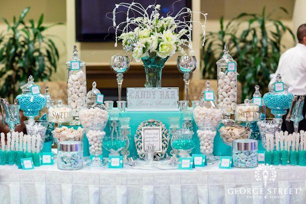 Mesa de postre en color azul ideal para fiesta de xv a os for Mesas decoradas para 15 anos