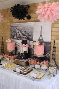 Mesa de postres con tema Paris (1)
