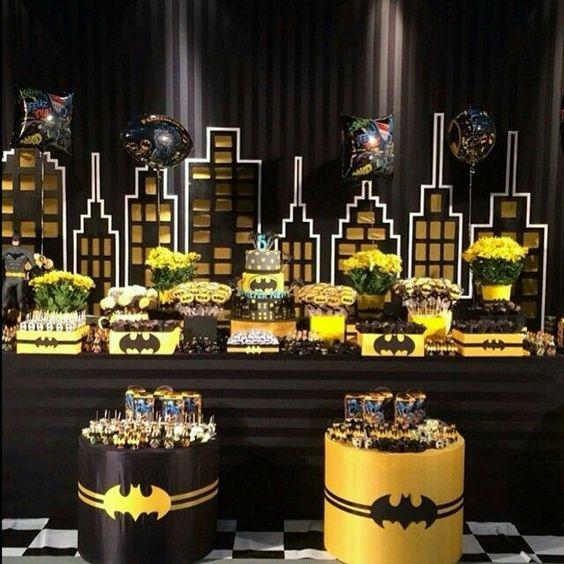 Mesa de postres con tema de Batman (1)