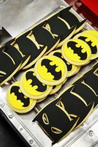 Mesa de postres con tema de Batman (2)