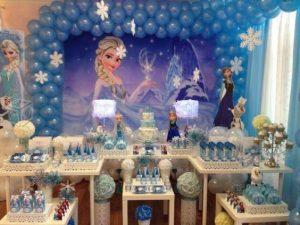 Mesa de postres con tema de Frozen (1)