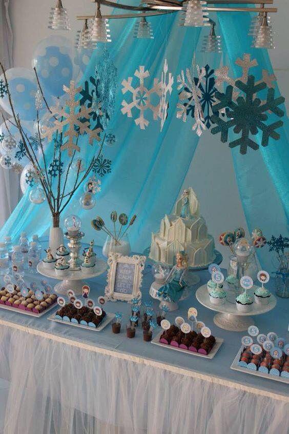 Mesa de postres con tema de Frozen (2)