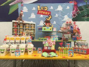 Mesa de postres con tema de Toy story (1)