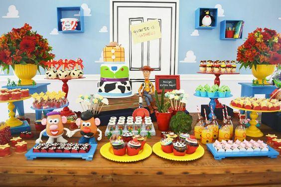 Mesa de postres con tema de Toy story (2)