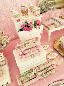 Mesa de postres con tema de la hora del te (1)