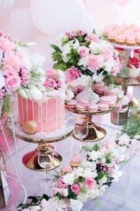 Mesa de postres con tema floral (2)