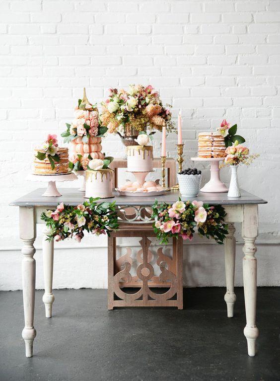 Mesa de postres con tema floral (4)