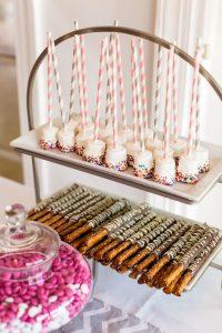 Que se pone en una mesa de dulces (8)