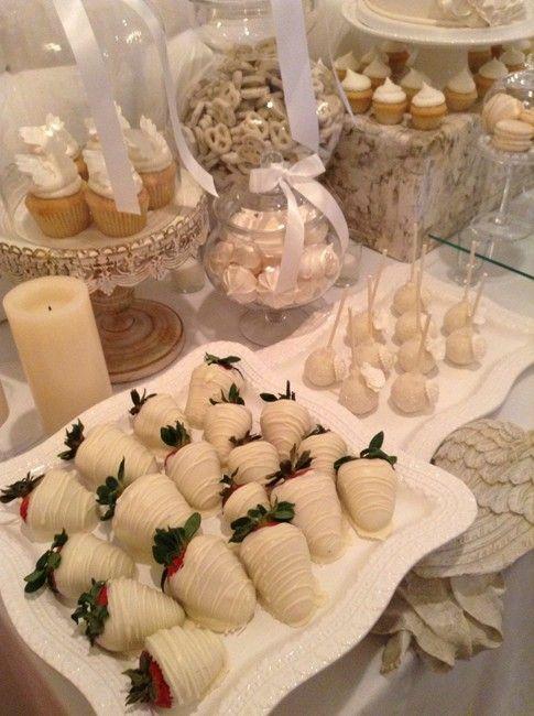 Mesa de postres en blanco primera comunion decoracion de - Ideas para mesas dulces de comunion ...