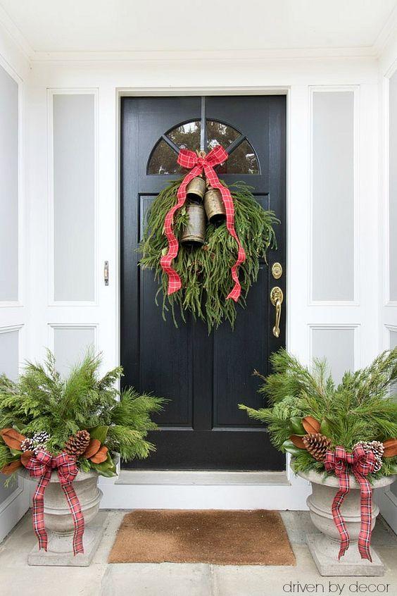 Decoracion navideña en puertas