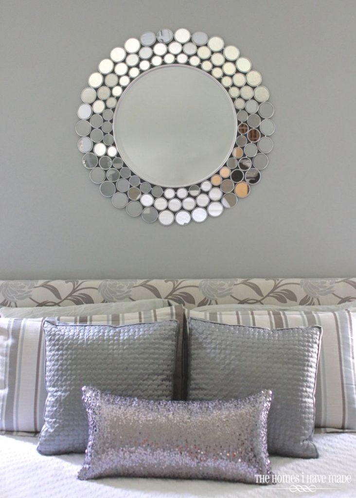 idea-de-decoracion-en-recamara-tonos-grises-y-detalles-plata