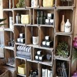 idea-para-de-corrar-con-estante-hecho-de-cajas-de-madera-rustica