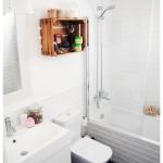 idea-para-decorar-baño-con-estante-hecho-con-caja-de-madera-rustica