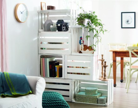 idea-para-decorar-con-cajas-de-madera-rustica-color-blanco