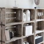 idea-para-decorar-con-estante-hecho-de-cajas-de-madera-rustica