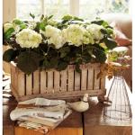 idea-para-decorar-con-jardinero-hecho-con-caja-de-madera