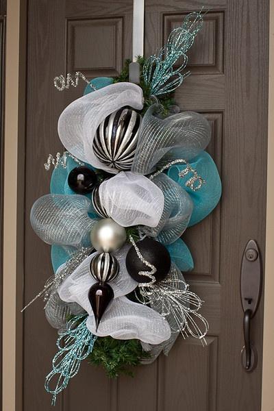 Ideas decorar puerta navidad diy 27 como organizar la for Ideas para decorar puertas