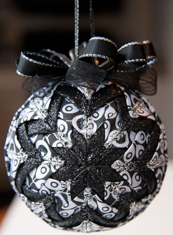 Ideas para hacer tus propios adornos de navidad como for Idea deco en blanco y negro