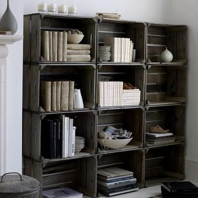ideas-para-decorar-con-librero-hecho-de-cajas-de-madera-rustica