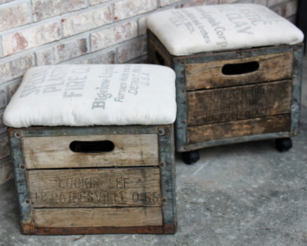 ideas-para-decorar-con-sillones-hechos-con-cajas-de-madera-rustica-y-cojin