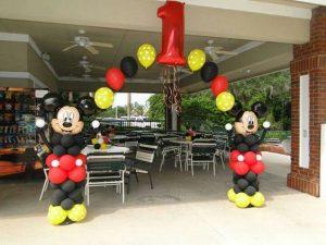 Decoracion con globos para fiesta de mickey mouse (2)
