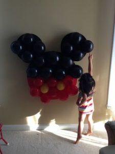 Decoracion con globos para fiesta de mickey mouse (4)