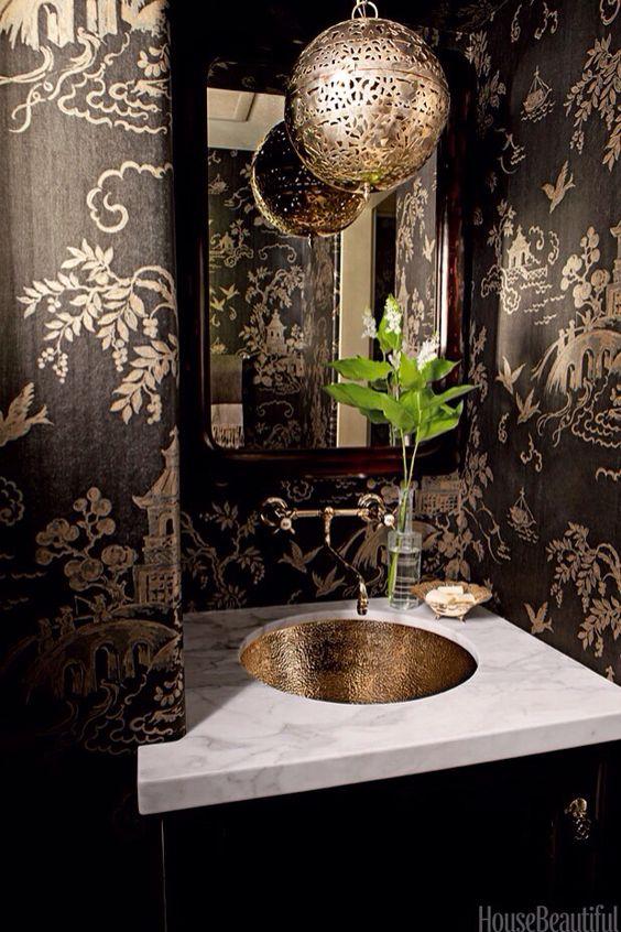 decoracion de baño con papel tapiz
