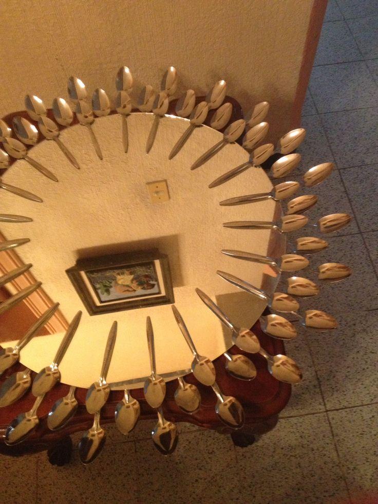 Diy decoracion de espejos con cucharas 16 decoracion for Decoracion de espejo con cucharas